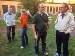 Nyfikna frågor från besökarna besvarades av fänikans medlemmar.